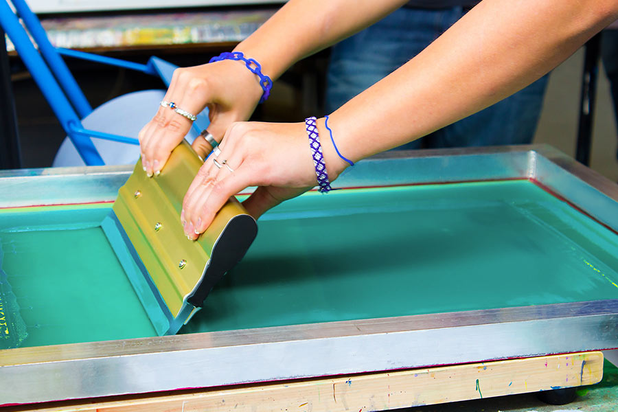 Top 5 Things To Know About Screen Printing T-Shirts Services